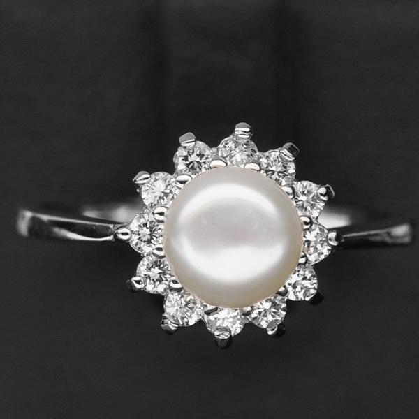 แหวนเงินแท้ 925 ขุปทองคำขาว ประดับด้วยมุก (Pear) ล้อมด้วยเพชร CZ คุณภาพสูง