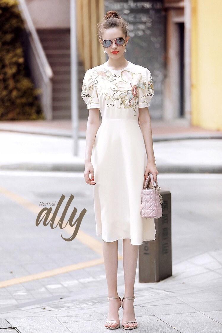 เสื้อผ้าแฟชั่นเกาหลี Lady Ribbon Thailand Normal Ally Present Embroider Flower Dior new collection 2018 Dress