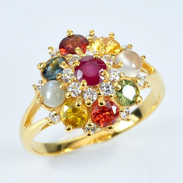 แหวนนพเก้าทรงดอกไม้ เรือนทองแท้ พลอยนพเก้าแท้