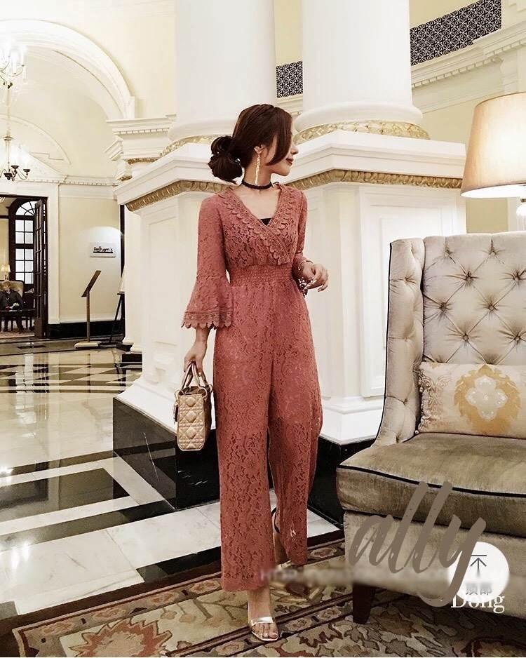 เสื้อผ้าแฟชั่นเกาหลี New arrival ... Don't Miss!! Normal Ally Present Classy Lace Jumpsuit