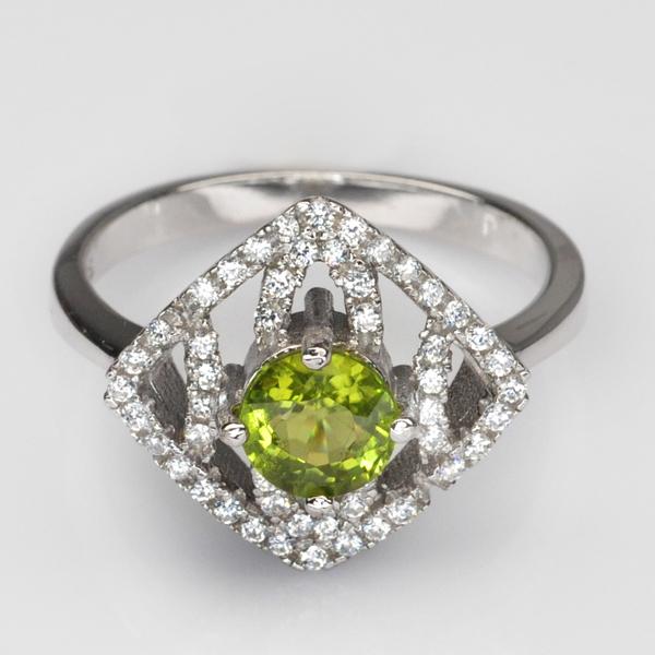 แหวนพลอยแท้ แหวนเงินแท้ 925 ชุบทองคำขาว ฝังพลอยเพอริดอท ล้อมด้วยเพชร CZ คุณภาพสูง