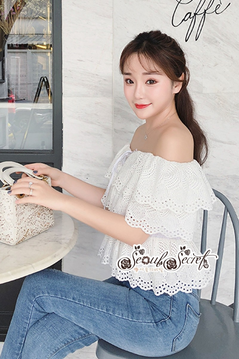 เสื้อผ้าแฟชั่นเกาหลี Lady Ribbon Thailand Seoul Secret Say'...White Open Shoulder Waist Lycra Lace T-Shirt