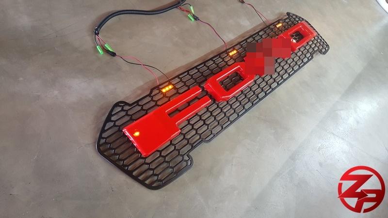 กระจังหน้า ตัวอักษรสีแดง มีไฟหรี่ LED