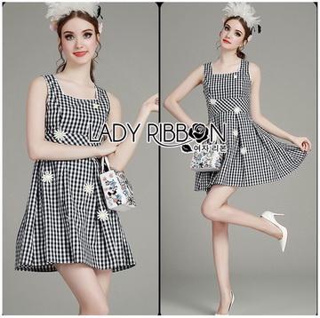 Lady Ribbon Korea เสื้อผ้าเกาหลี ของแท้พร้อมส่ง Lady Ribbon Dress LR21250716 &#x1F380 Lady Ribbon's Made &#x1F380 Lady Jennifer Summery Pretty Daisy Embroidered Plaid Dress