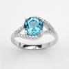 แหวนพลอยแท้ แหวนเงินแท้925 ชุบทองคำขาว ฝังพลอยโทแพซสีฟ้า ประดับด้วยเพชร CZ เกรดพรีเมี่ยม