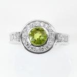 แหวนพลอยแท้ แหวนเงินแท้ 925 พลอยแท้เพอริดอท สีเขียวสวยล้อมด้วยเพชร CZ ชุบทองคำขาว