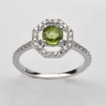 แหวนพลอยแท้ แหวนเงนแท้925 ชุบทองคำขาว ฝังพลอยเพอริดอท ล้อมเพชร CZ เกรดพรีเมี่ยม