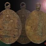 เหรียญหล่อโบราณ รุ่นแรก ลป.พวง วัดน้ำพุสามัคคี เนื้อรวมมวลสาร เลข๘๔๓ พร้อมกล่องเดิม